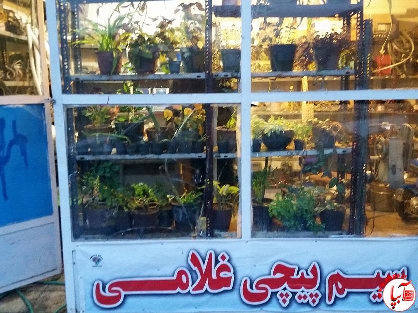 ۲۰۱۵۱۲۲۵_۱۷۰۹۱۸ ابتکار مغازه دار فیروزآبادی در حجره ی کوچک خود...