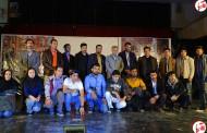 یک دقیقه سکوت برای به شهادت رسیدن حجت اله باقری در اجرای تئاتر حسن کچل