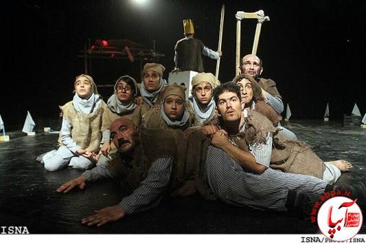نمایش«گرمو» در اولین روز از بیست و ششمین جشنواره تئاتر منطقه سه کشور به روی صحنه رفت