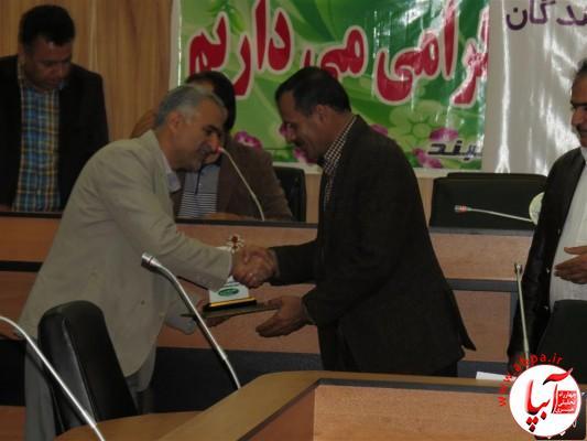 IMG_3746-Medium-e1417197878512 تجلیل از برگزارکنندگان جشن قصب و خرما در فرمانداری فراشبند