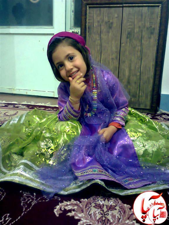 سارا-رحیمی-رضایی- گالری عکس گلها : گلها در لباس محلی