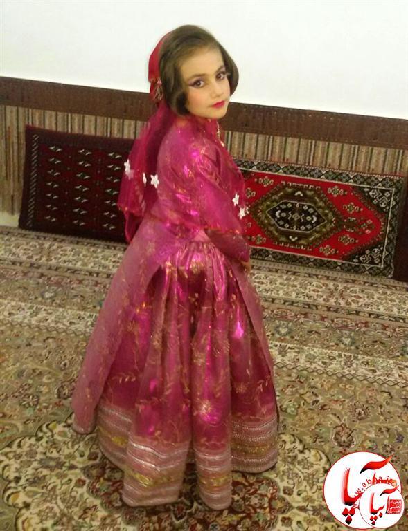 هیام-رضایی-پور- گالری عکس گلها : گلها در لباس محلی