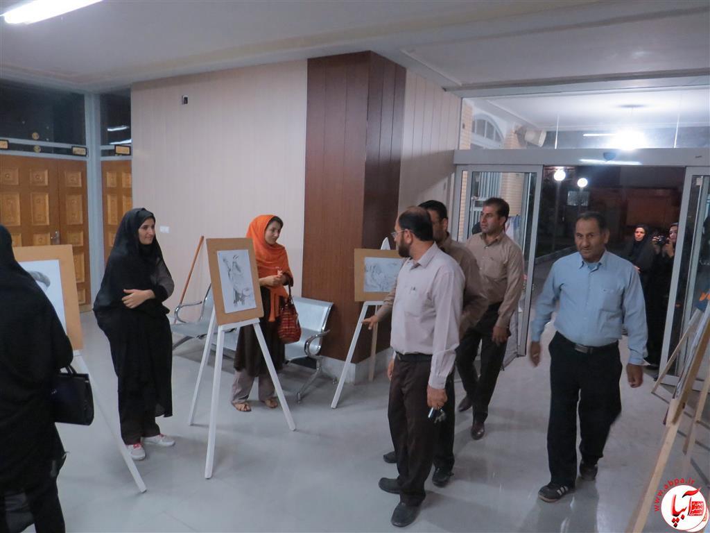 IMG_2376-Medium نمایشگاه نقاشی معلولان فراشبند برپا شد + گزارش تصویری