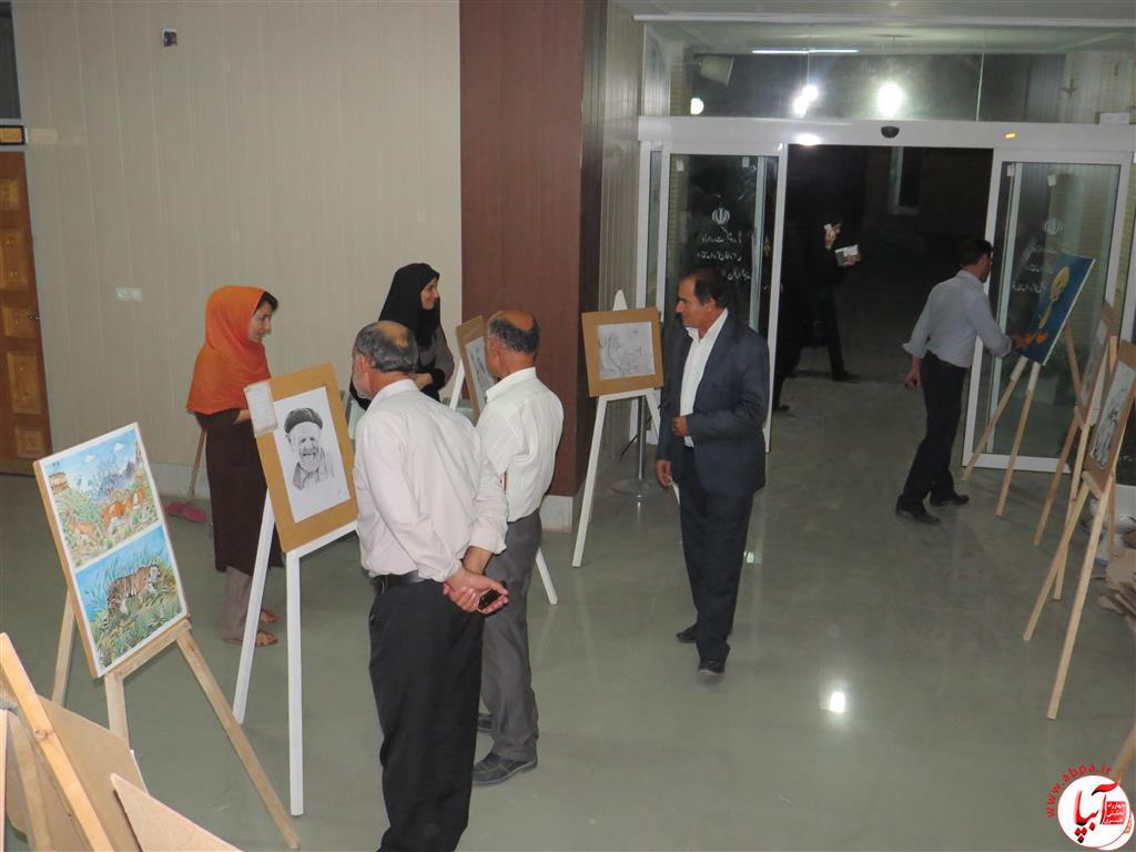 IMG_2383-Medium نمایشگاه نقاشی معلولان فراشبند برپا شد + گزارش تصویری