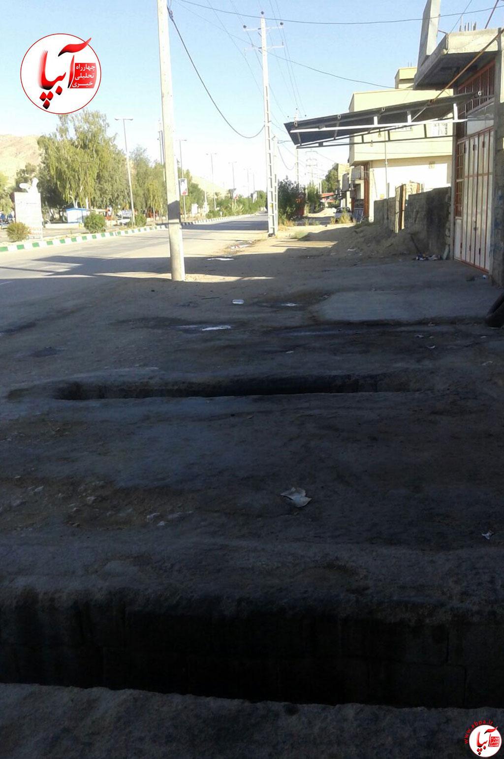 حفر چاله تعویض روغن در وسط پیاده رو