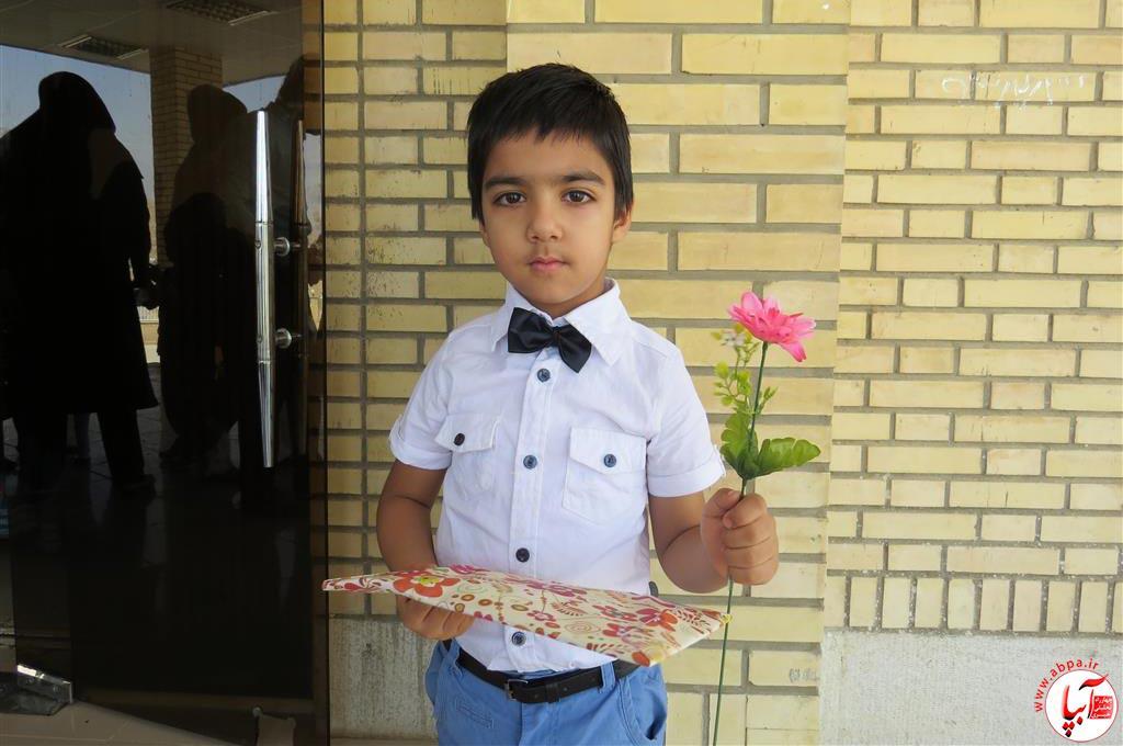 گالری-عکس-کودک-آبپا-22 به مناسبت روز جهانی کودک : گالری عکس گلها