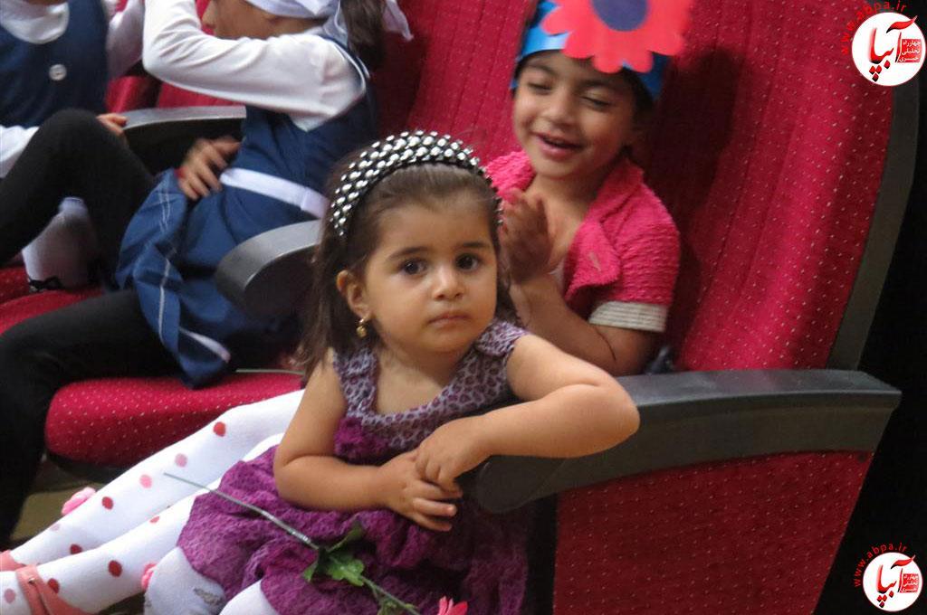 گالری-عکس-کودک-آبپا-3 به مناسبت روز جهانی کودک : گالری عکس گلها