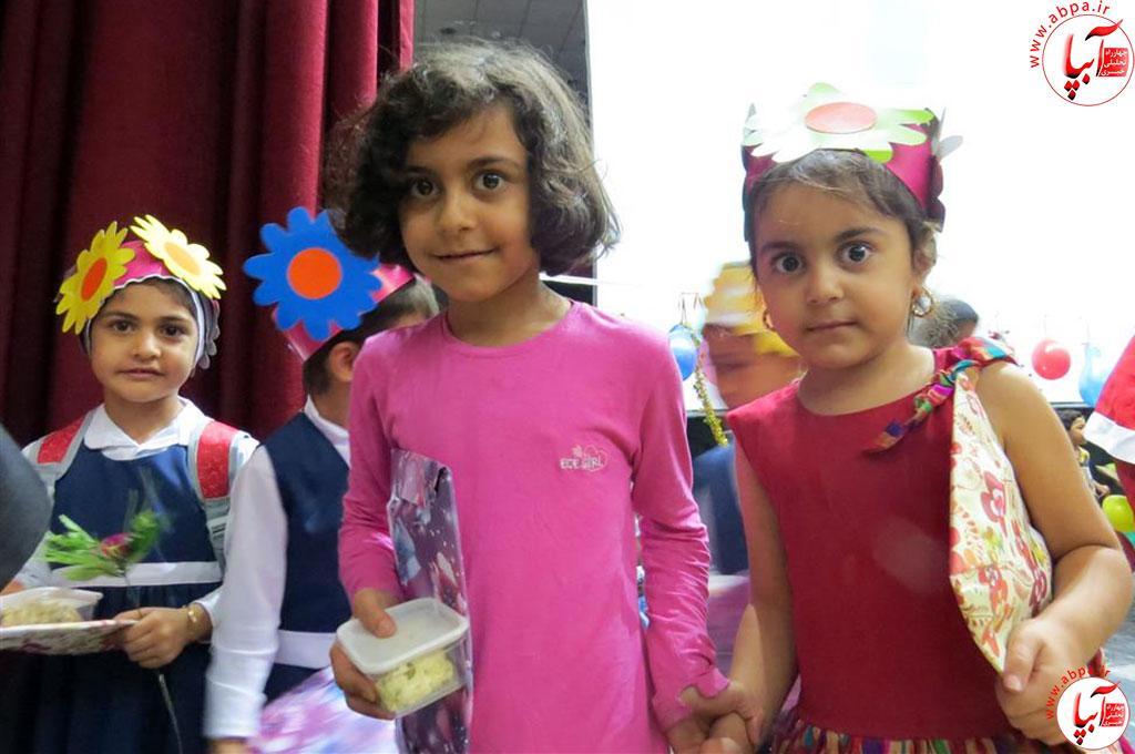 گالری-عکس-کودک-آبپا-7 به مناسبت روز جهانی کودک : گالری عکس گلها