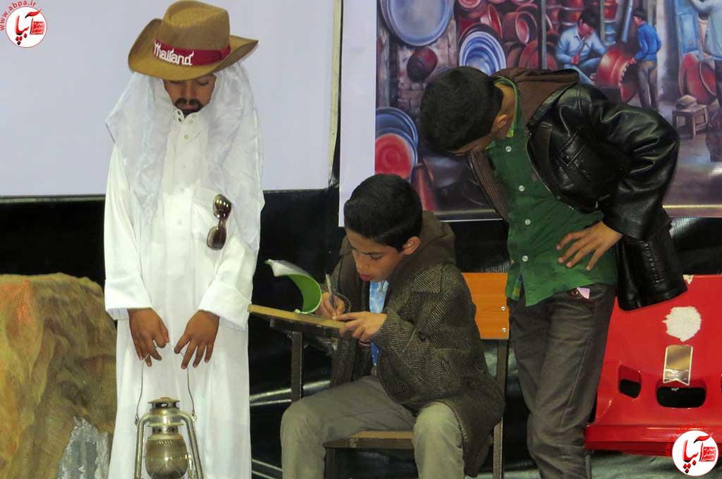 تئاتر-دانش-آموزی-فراشبند-5 گزارش تصویری از جشنواره سرود و تئاتر دانش آموزی شهرستان فراشبند