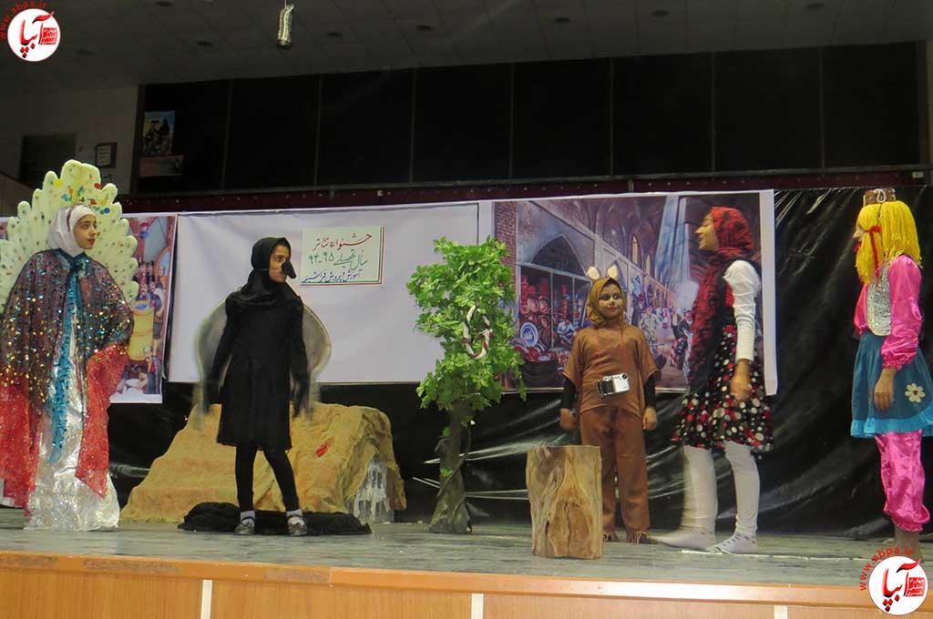 تئاتر-دانش-آموزی-فراشبند-8 گزارش تصویری از جشنواره سرود و تئاتر دانش آموزی شهرستان فراشبند