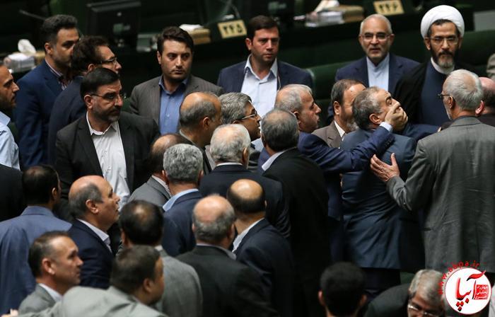علت ماجرای یقه درانی در مجلس!چه کسی یقه ی معاون وزیر را پاره کرد؟