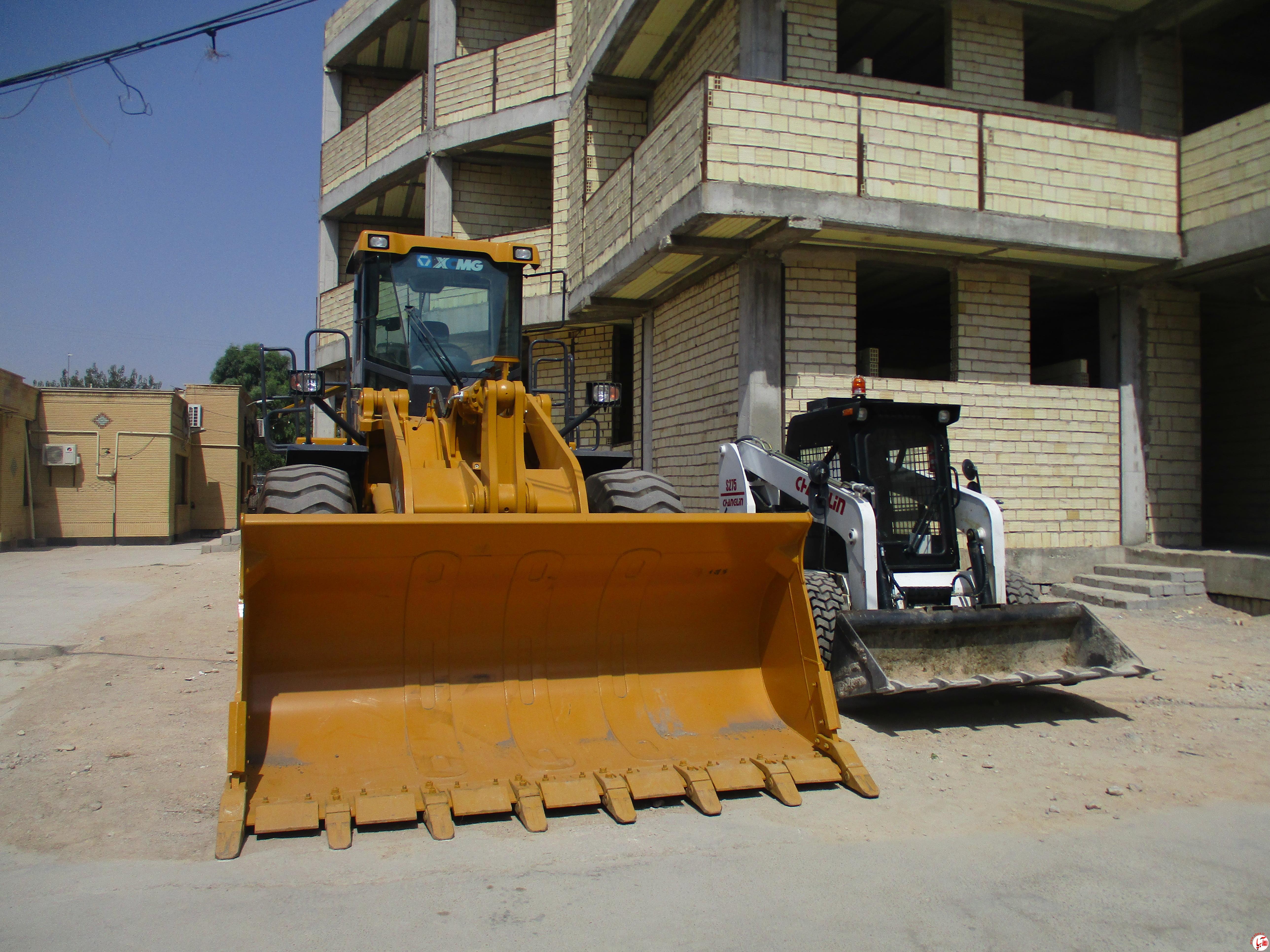 IMG_1505 اضاف شدن یک دستگاه لودر zl50 و یک دستگاه مینی لودر به ناوگان شهرداری فیروزآباد