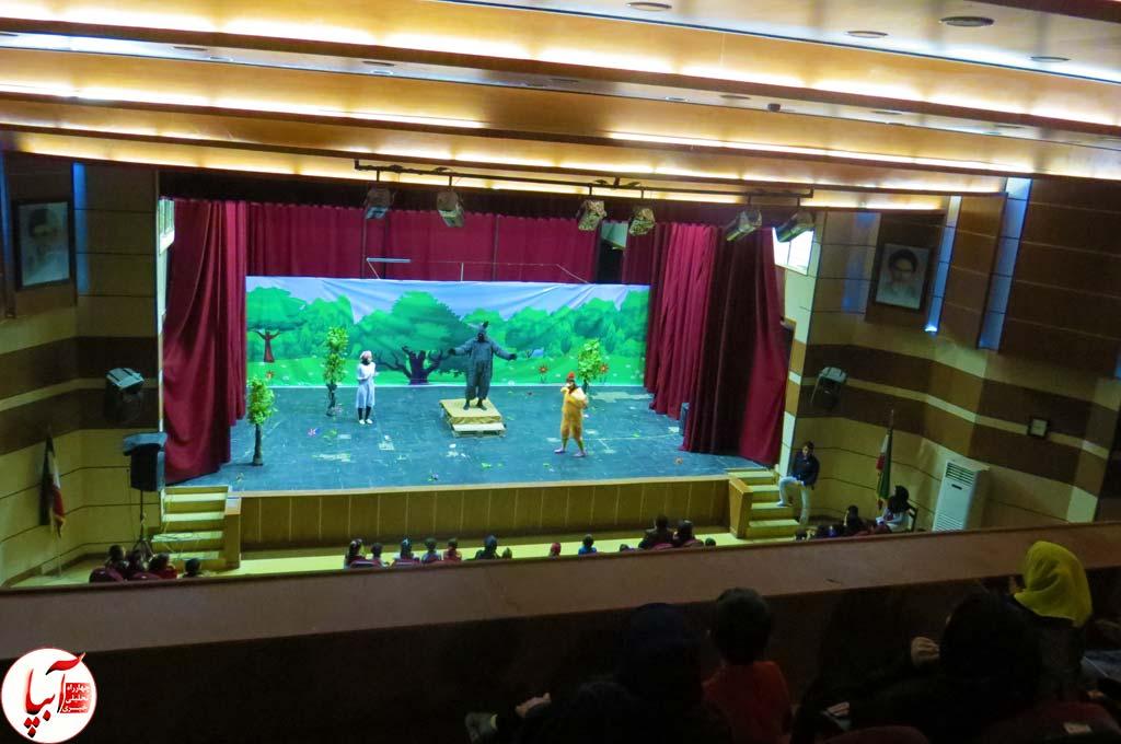 تئاتر-گرگم-و-گله-می-برم-2 گزارش تصویری استقبال تماشاگران از نمایش گرگم و گله می برم