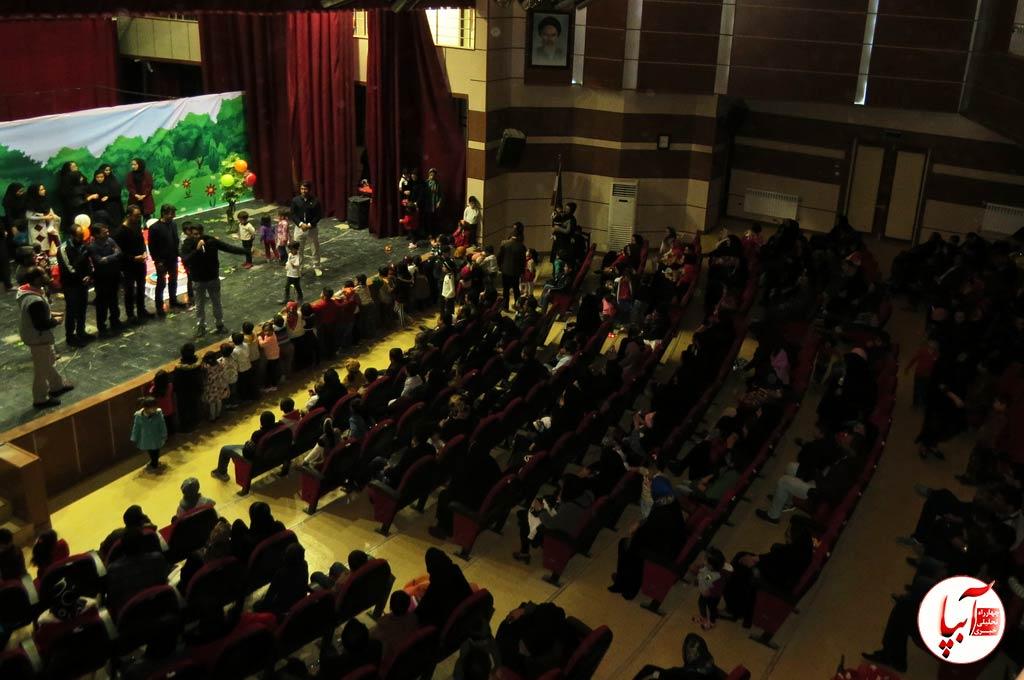 جشن-تئاتر-4 گزارش تصویری استقبال تماشاگران از نمایش گرگم و گله می برم