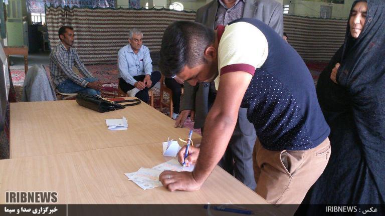 1016722_685 انتخابات ۹۶ : مردم فراشبند پای صندوقهای سرنوشت ساز رای