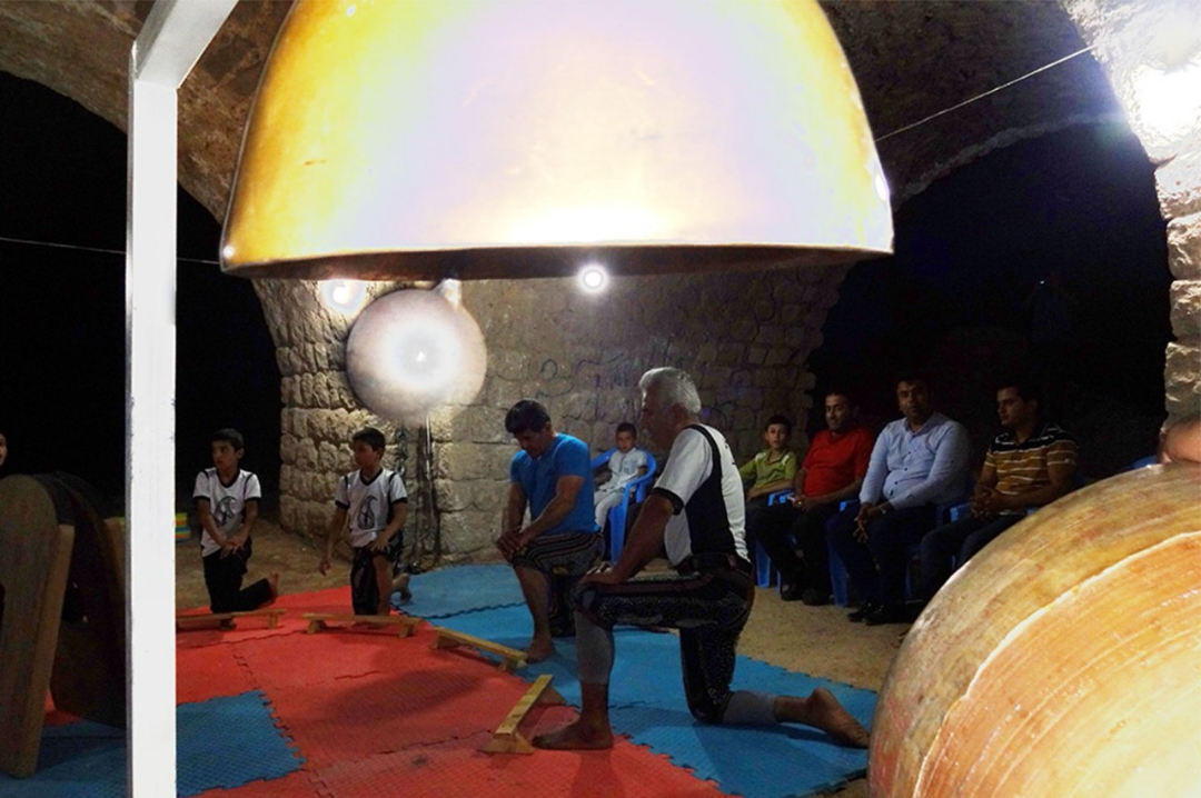 b9be05fe-ac11-4250-a5a9-ed78b1960651 اجرای ورزش باستانی در چهارطاقی نقاره خانه فراشبند و تجلیل از مقام جانباز
