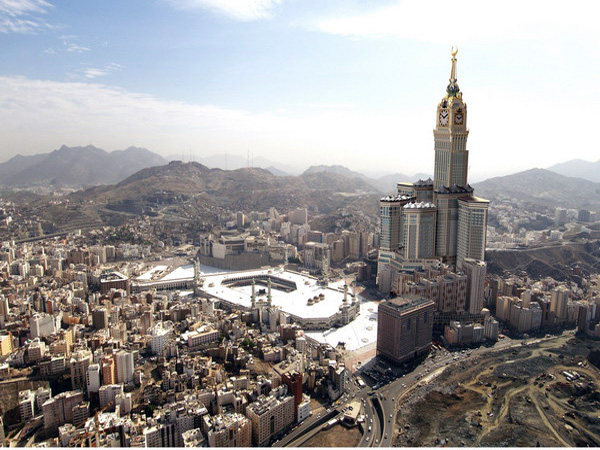 برنامه اقتصادی عربستان سعودی را جدی بگیریم/ سر خودمان شیره بمالیم از دنیا عقب می افتیم