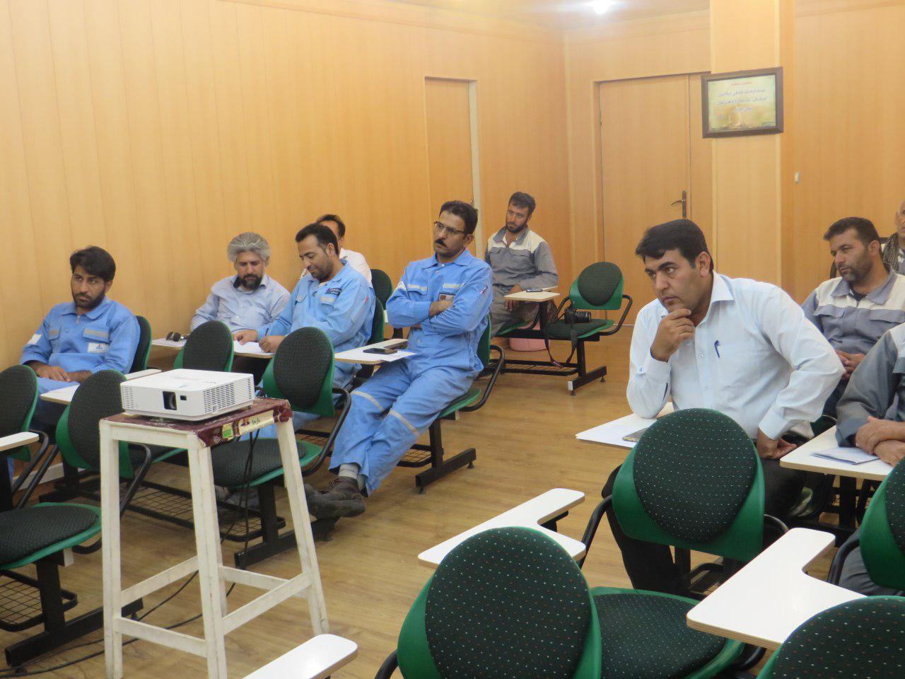 photo_2017-07-10_07-59-21 برگزاری کارگاه آموزشی پیشگیری از آسیبهای اجتماعی و اعتیاد در پالایشگاه گاز دالان