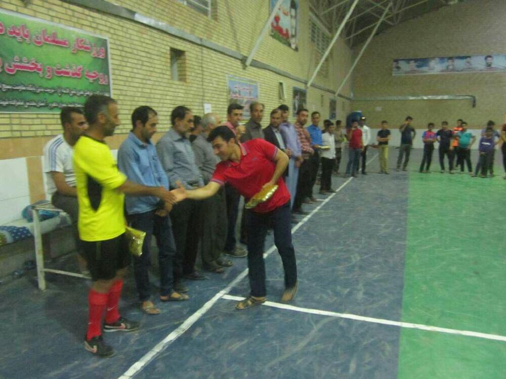 photo_2017-09-06_07-29-11 تیم فوتسال شهید مرادی قهرمان جام فوتسال شهر دهرم شد.