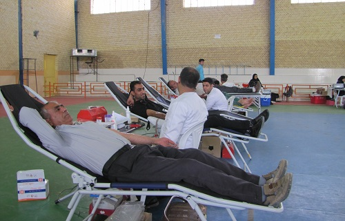 مردم فراشبند با اهدای ۶۶ هزار سی سی خون به یاری نیازمندان به خون شتافتند