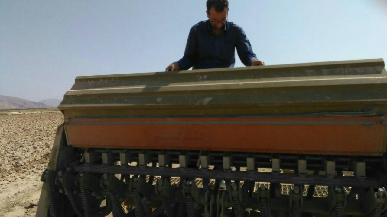 آغاز کشت مکانیزه گندم دیم در شهرستان فراشبند