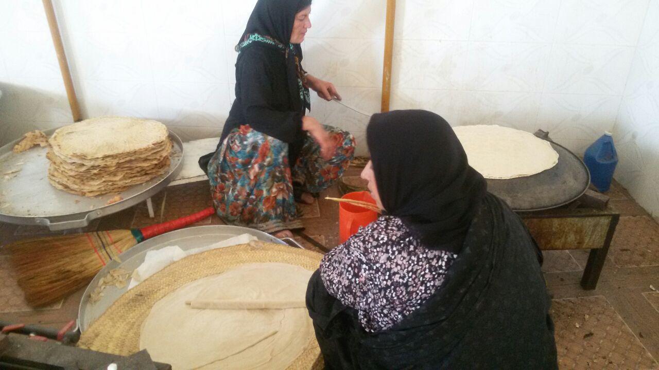 photo_2017-10-19_13-40-02 نان این روزهای زنان فراشبندی به سفرههای مسافران کربلا خواهد رسید