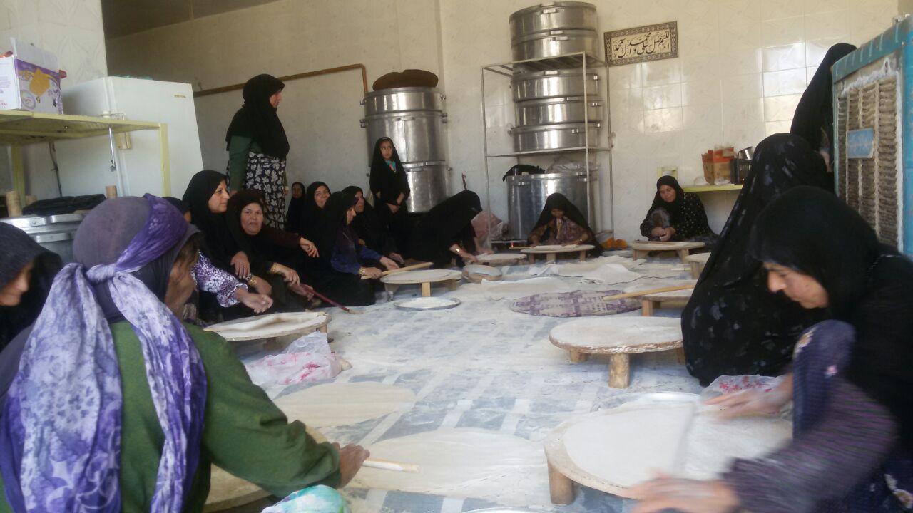 نان این روزهای زنان فراشبندی به سفرههای مسافران کربلا خواهد رسید
