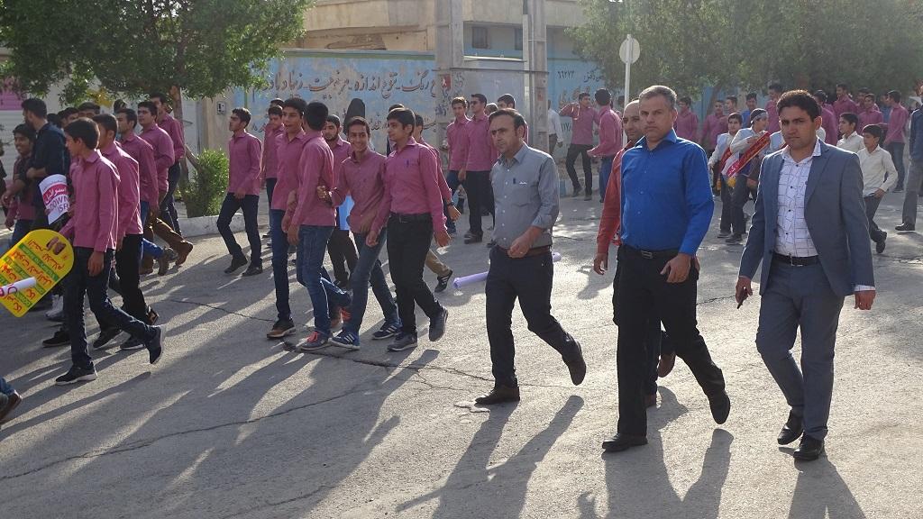 DSC04572 گزارش تصویری از راهپیمایی روز دانش آموز در فراشبند