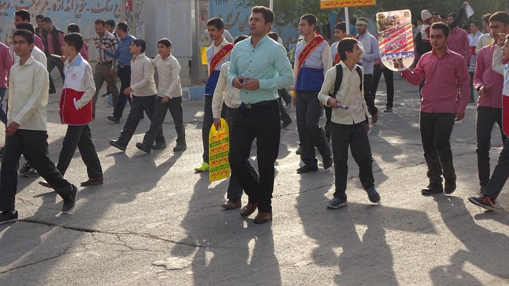 DSC04573 گزارش تصویری از راهپیمایی روز دانش آموز در فراشبند