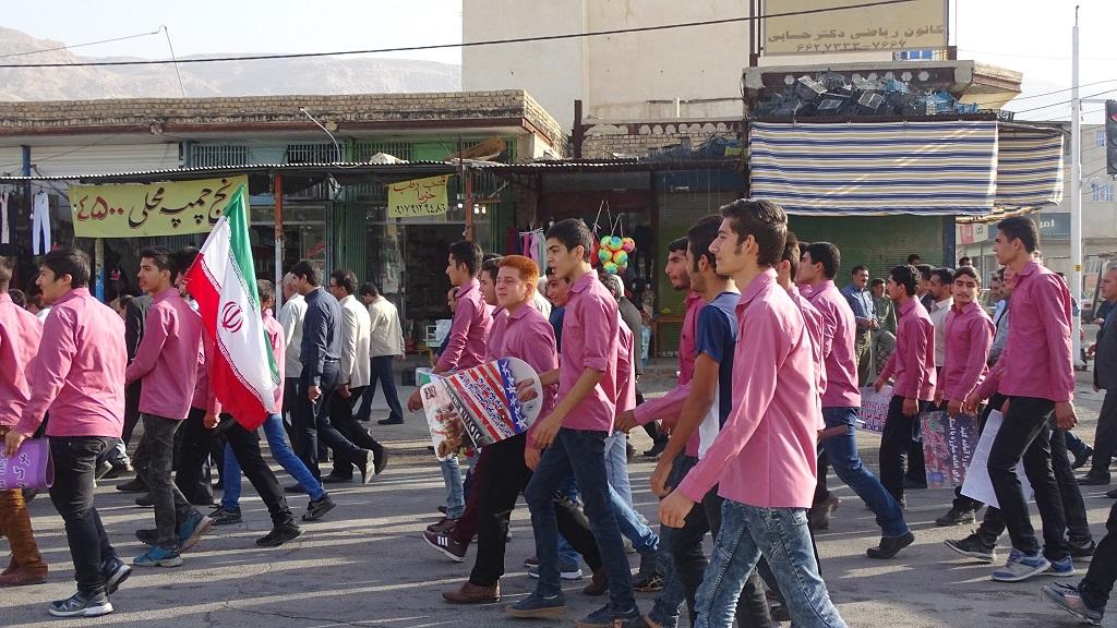 DSC04574 گزارش تصویری از راهپیمایی روز دانش آموز در فراشبند
