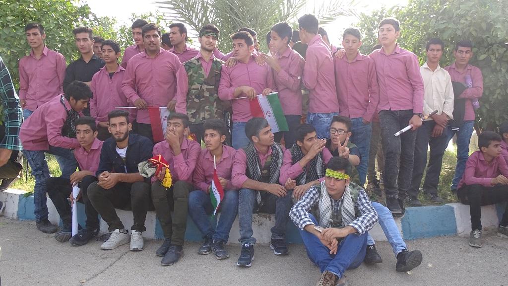 DSC04633 گزارش تصویری از راهپیمایی روز دانش آموز در فراشبند