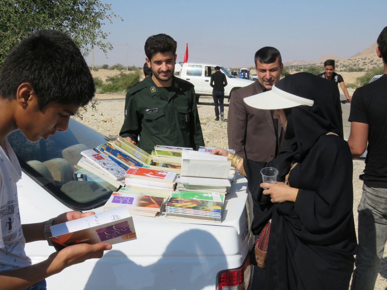 photo_2017-11-09_21-15-19 اهدا کتاب به جاماندگان حرم عشق در فراشبند