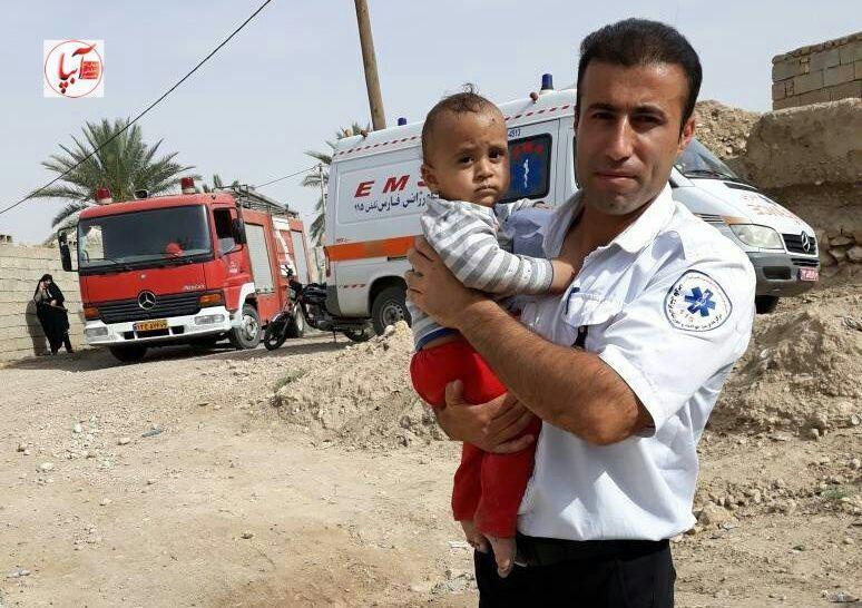 نجات کودک ۱۰ ماهه پس از سقوط در چاه ۷ متری در فراشبند